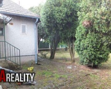 Realitná kancelária SA REALITY ponúka na predaj rodinný dom s krásnym širokým pozemkom v dobrej lokalite obce