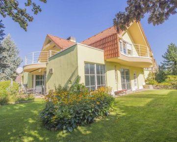 Strmý vŕšok, 841 06 Záhorská Bystrica, Bratislava - rodinný dom s krytým bazénom a veľkou záhradou