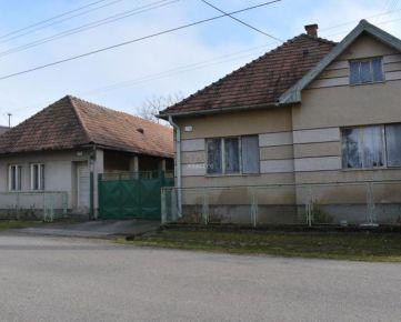 Na predaj zaujímavá nehnuteľnosť-Dva domy za cenu jedného v obci Janova Ves, 2898m2. CENA: 60 000,00 EUR