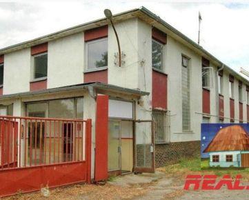 Administratívna budova vhodná aj ako ubytovňa pri Nitre na prenájom