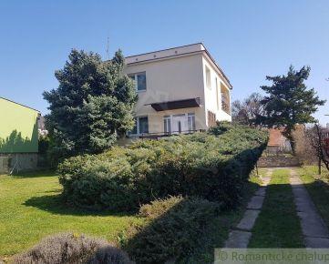 Dvojpodlažný 5 izbový rodinný dom na Zobore s veľkým pozemkom, bazénom a výhľadom na celú Nitru na predaj