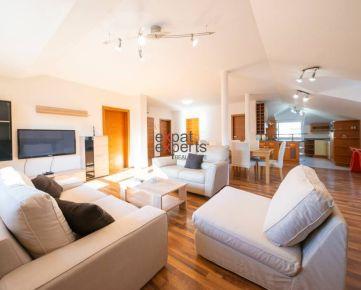 Priestranný, zariadený 3 - izbový byt v RD, balkón, parking, krb, Dúbravka