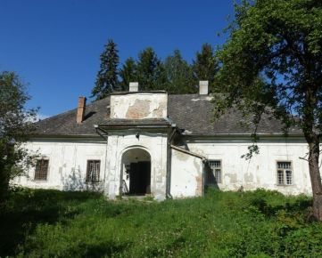 Na predaj kaštielik v obci Hajnáčka s pozemkom 11.380 m2