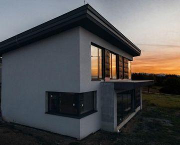 Nadštandardná moderná novostavba v exkluzívnej lokalite Slnečne Stráne na predaj