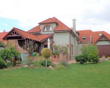 BOND REALITY - priestranný rodinný dom s výnimočnou atmosférou, Hradská ul.