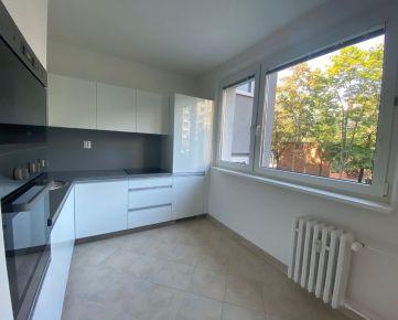 Pravé dokončený 4 izb. byt so šatníkom a loggiou,  Gallayova ul. č.3
