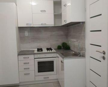 Ponúkame Vám na predaj 2 izbový byt vo vyhľadávanej lokalite Devínskej novej Vsi na ulici Pavla Horova