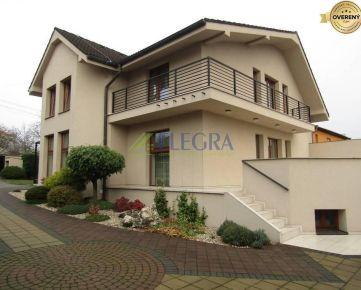Na predaj: Trojpodlažná Vila, dvoj-garáž, bazén- Pereš