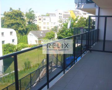 Villa Kramer: Na prenájom 2 – i byt s veľkým balkónom, garážou i parkovacím státím pod Železnou studničkou