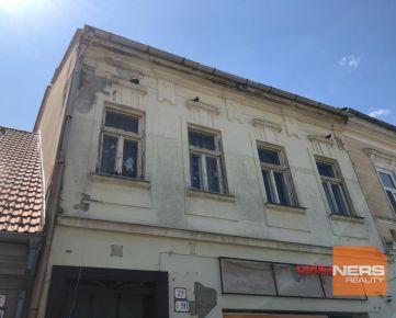 Historická budova na námest