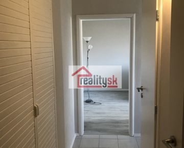 1-izb byt po rekonstrukcii v Dúbravke na Kpt Rašu s nizkymi nakladmi!