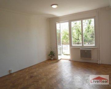 Slnečný, 1,5 izb, loggia, 48 m2, pôvodný stav, p. 2/6, Ružinov, Radarová
