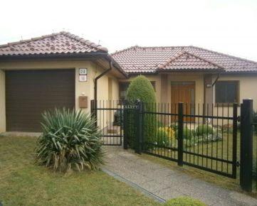REZERVOVANÉ Na predaj bezbarierový rodinný dom v Nižnom Klatove, 155m2. CENA: 250 000,00 EUR