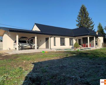 Exkluzívne na predaj krásny kompletne zrekonštruovaný rodinný dom s terasou  v obci Vojka