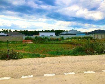 REZERVOVANÉ: Veľký stavebný pozemok v TRNAVE pre rodinný dom, Kamenný mlyn, výmera až 731m2