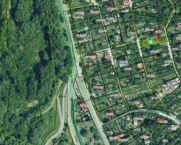 Ponúkame na predaj pozemok (502 m2) s murovanou chatkou v Devíne, na ulici Pod Kobylou.
