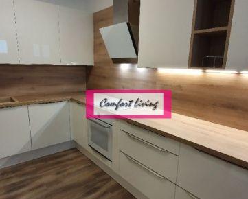 COMFORT LIVINg ponúka - Priestranný 3 izbový kompletne zariadený apartmán v NOVOSTAVBE na Peknej cesta, /dve parkovacie státia/, nábytok a spotrebiče