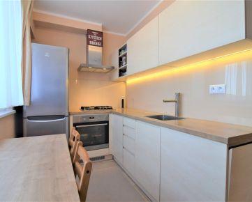 TopRealSK – Exkluzívne ponúkame na predaj kompletne zrekonštruovaný 2 izb.byt na Polereckého ul. v Petržalke – Bratislava