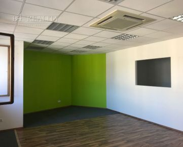 Kancelárske priestory v centre mesta, 58 m2, Mierové námestie, Trenčín