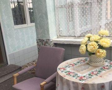 NA PREDAJ : Ihneď obývateľný 6 izbový rodinný dom s výbornou strategickou polohou v Brestovanoch.