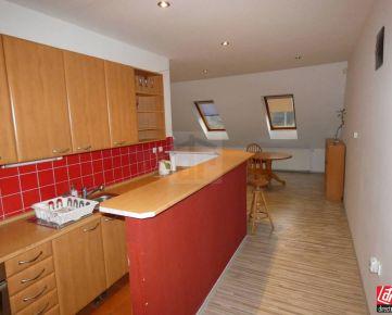 Direct Real - Ponúkame na prenájom samostatnú 3 izbovú bytovú jednotku - vrchné poschodie rodinného domu na Račianskej ulici – Bratislava...