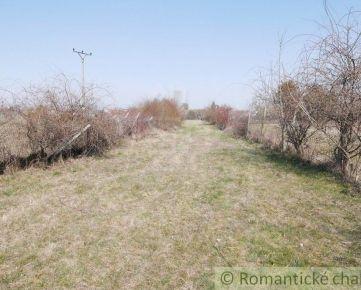 Stavebný a rekreačný 12,6 árový pozemok v okrajovej časti Chorvátskeho Grobu, 12 km od Bratislavy