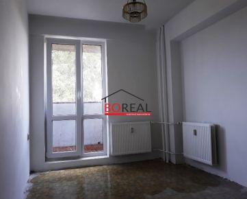 ** RK BOREAL ** Dvojgarsónka s loggiou v najlepšom vchode na Stavbárskej ul. č. 34, BA II - Vrakuňa