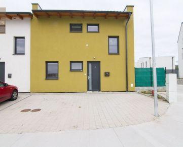 PREDAJ, novostavba 3 izbového mezonetového bytu s predzáhradkou, ul. Pod kopcami, Stupava