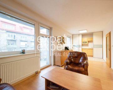 Ateliér, 38 m2 byt alebo kancelária, balkón, garážové státie