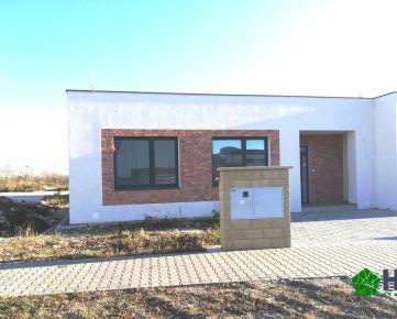 * V ŠTANDARDE* 4 IZBOVÝ BUNGALOV (ÚP 107 m2), ROHOVÝ pozemok 392 m2, Chorvátsky Grob-ČV