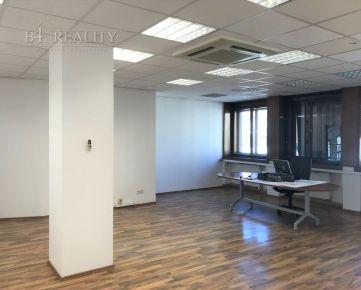Priestranná kancelária v centre mesta, 61 m2, Mierové námestie, Trenčín