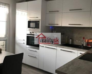 PREDÁM vkusne a kvalitne zrekonštruovaný 3i byt na Hálovej ul. v Bratislave