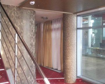 Klimatizovaný obchod. priestor 110 m2 na Hodžovom nám. pri Prezidentskom paláci: