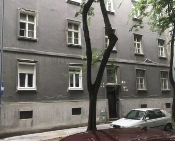 Predaj 3-izbový priestranný tehlový byt pôvodnom stave BA - Staré Mesto