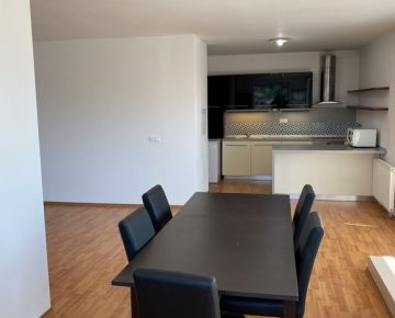 Veľký 4-izbový byt s terasou na prenájom, Saratovská ulica, Bratislava IV Dúbravka