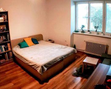 """""""REZERVOVANÉ""""  1-izbový byt na predaj v TOP lokalite v Prešove s vlastným kúrením"""