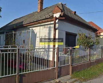 PREDAJ: 3 izbový rodinný dom s garážou a hosp. budovami, Holiare