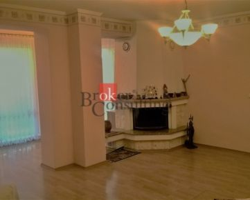 Rodinný dom Kvetoslavov na predaj, dve bytové jednotky, vhodný aj na podnikanie