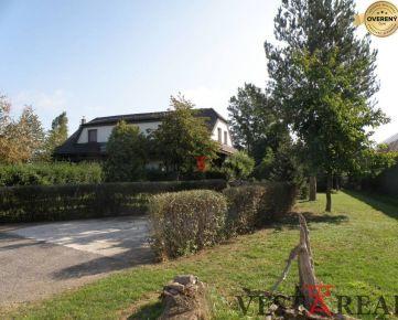 Na predaj AGRO prevádzka s rodinnými domom, pozemok 15 696m2, Hlohovec