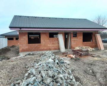 Novostavba-rozostavaný 4-izbový rodinný dom, Starý Tekov, Levice, výmera 637 m2. CENA: 93 000,00 EUR