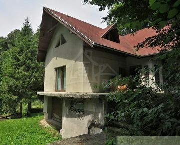 Veľká chata vhodná na bývanie v lese na Ružíne