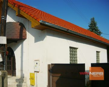 Ponúkame na predaj obchodnú jednotku v obci Hliník nad Hronom, len 12 km od Žiaru nad Hronom a 12 km od Žarnovice.