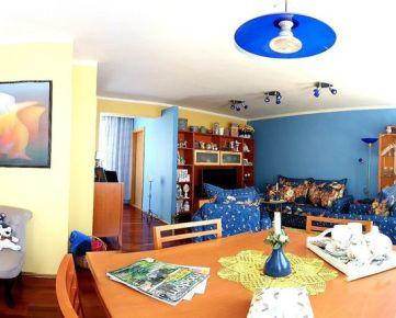 REZERVÁCIA: 4 izbový byt s netradičným dispozičným riešením v centre Banskej Bystrice