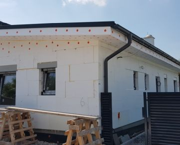 Nadštandardný 3-izbový prízemný dom v rodinnom dvojdome