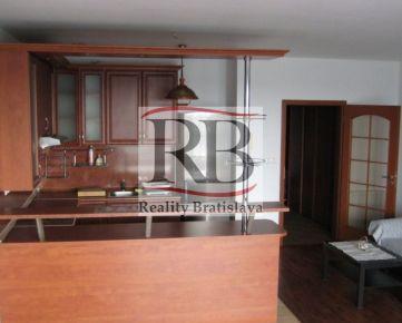 Na prenájom pekný, veľký 1izbový byt na Budatínskej ulici v Petržalke