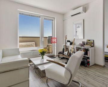 HERRYS - Na predaj 2 izbový byt na poslednom poschodí s nádherným výhľadom