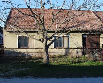 Kuchárek-real: Slepá tichá ulica ! Tehlový dom v Častej na 819 m2 pozemku