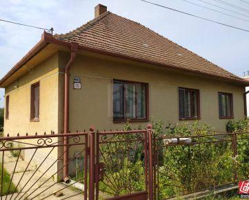 Direct Real - Na predaj  starší – 4 izbového rodinný dom v obci Tomášov