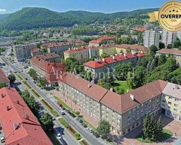 Rezervovane!!! 3i byt TEHLOVÝ s balkónom, 78m2, 2 poschodie, SÍDLISKO