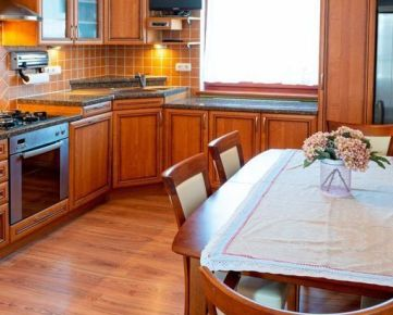 Predaj 3 izb bytu s klimatizáciou a parkovacím miestom